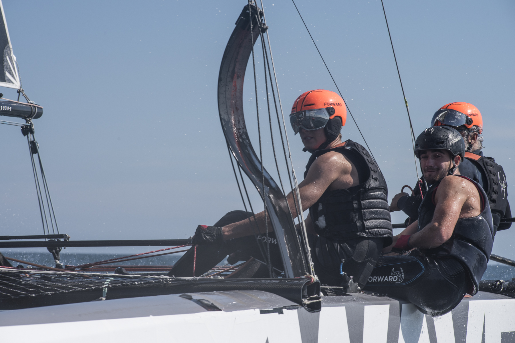 "Entrainement sportif sur le catamaran volant de 26 pieds, « Zizi to Fly »  avec Yvan Bourgnon , Mathis Bourgnon et ses equipiers a La Trinite-sur-Mer. Photographie de Julie Nedelec Andrade / Hans Lucas Sports training on the 26-foot flying catamaran, ""Zizi to Fly"" with Yvan Bourgnon, Mathis Bourgnon and his teammates at La Trinite -sur-Mer. Photography by Julie Nedelec Andrade / Hans Lucas"
